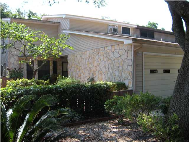 923 HOLBROOK CIR, FORT WALTON BEACH, FL 32547 (MLS # 518496)