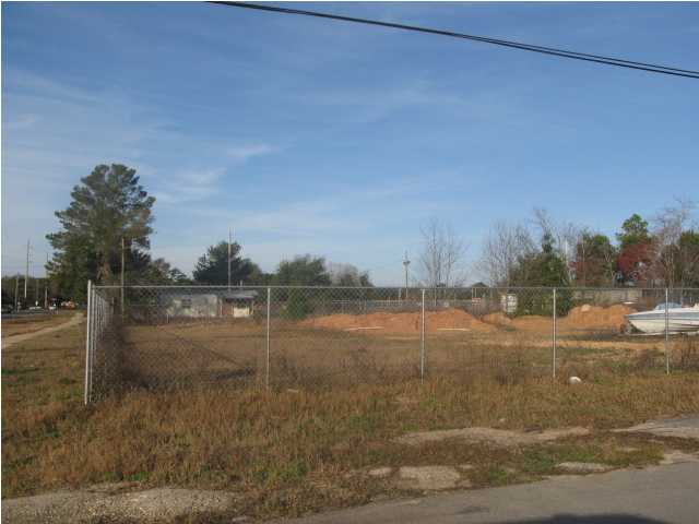 801 PLAYGROUND RD, FORT WALTON BEACH, FL 32547 (MLS # 570132)