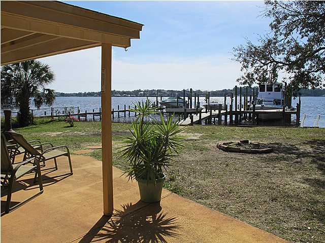20 PARADISE POINT RD, SHALIMAR, FL 32579 (MLS # 591676)
