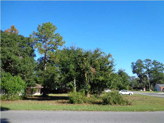 322 1ST AVE, CRESTVIEW, FL 32536 (MLS # 606801)