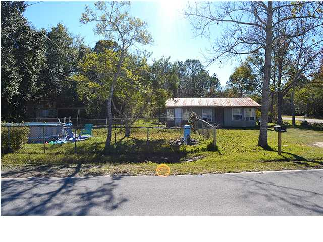 135 SHORT AVE, FREEPORT, FL 32439 (MLS # 609944)